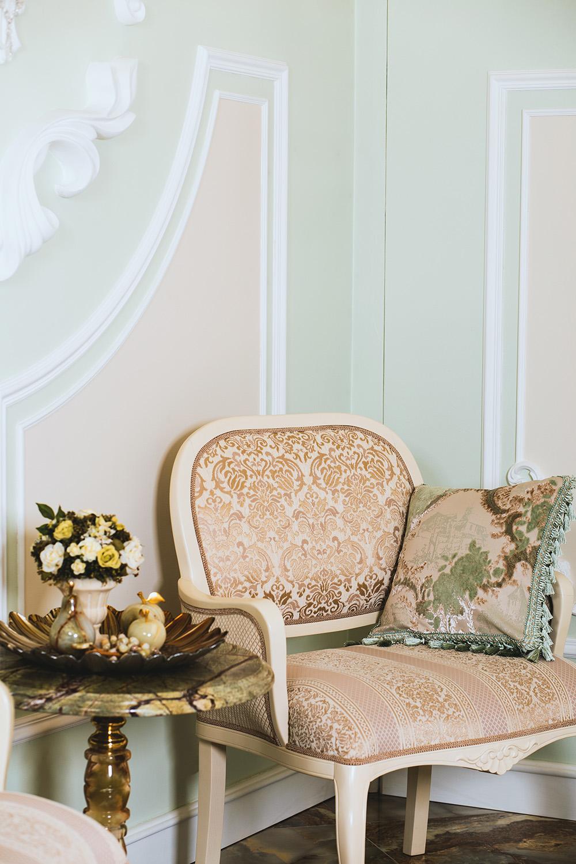 Dodatki w stylu glamour – salon i sypialnia gethome.pl